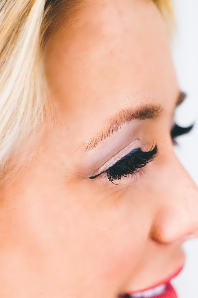 how to get a eyelash out of my eye