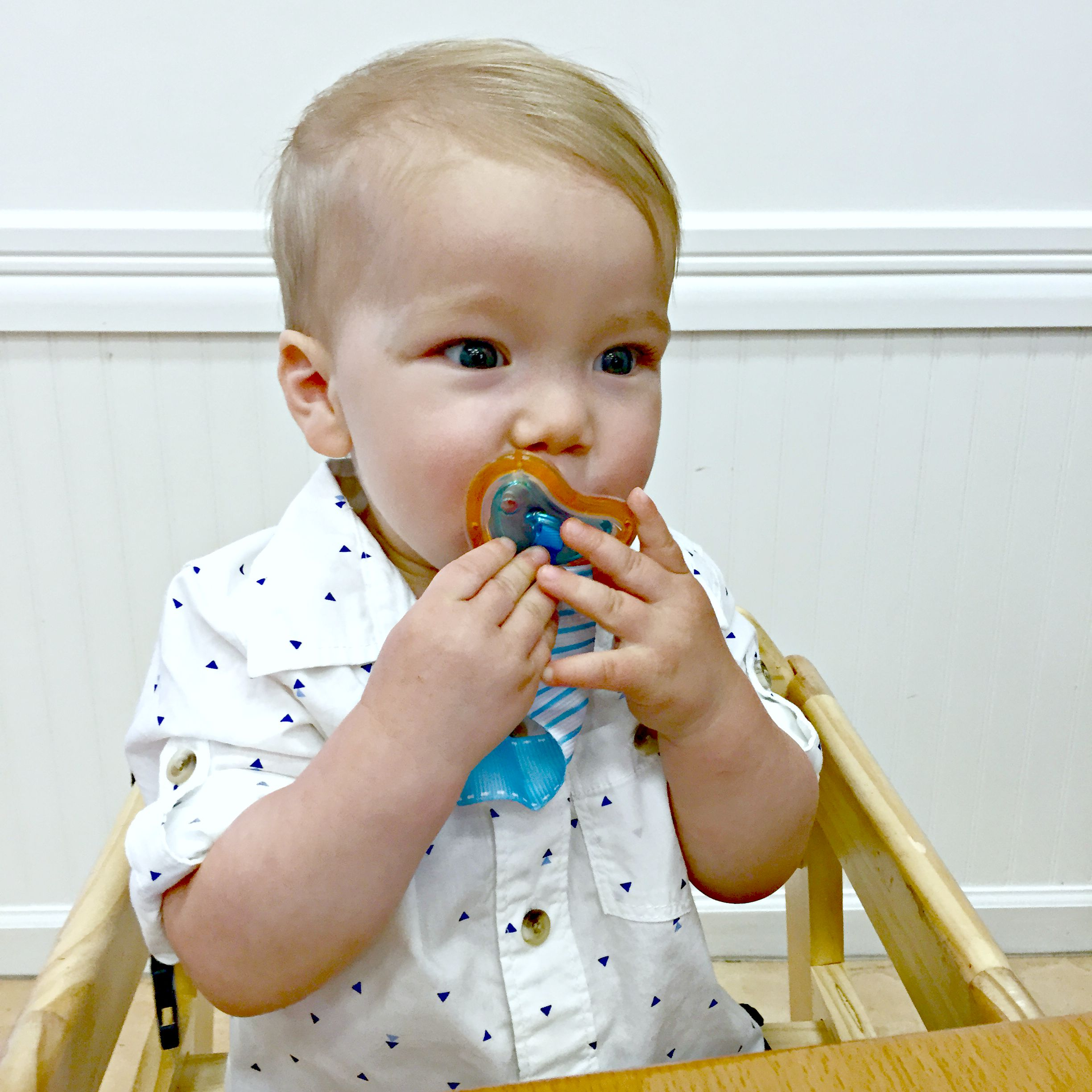 Home And Delicious Friday On My Mind Old Becomes New: Pacifier Review: Munchkin Latch!