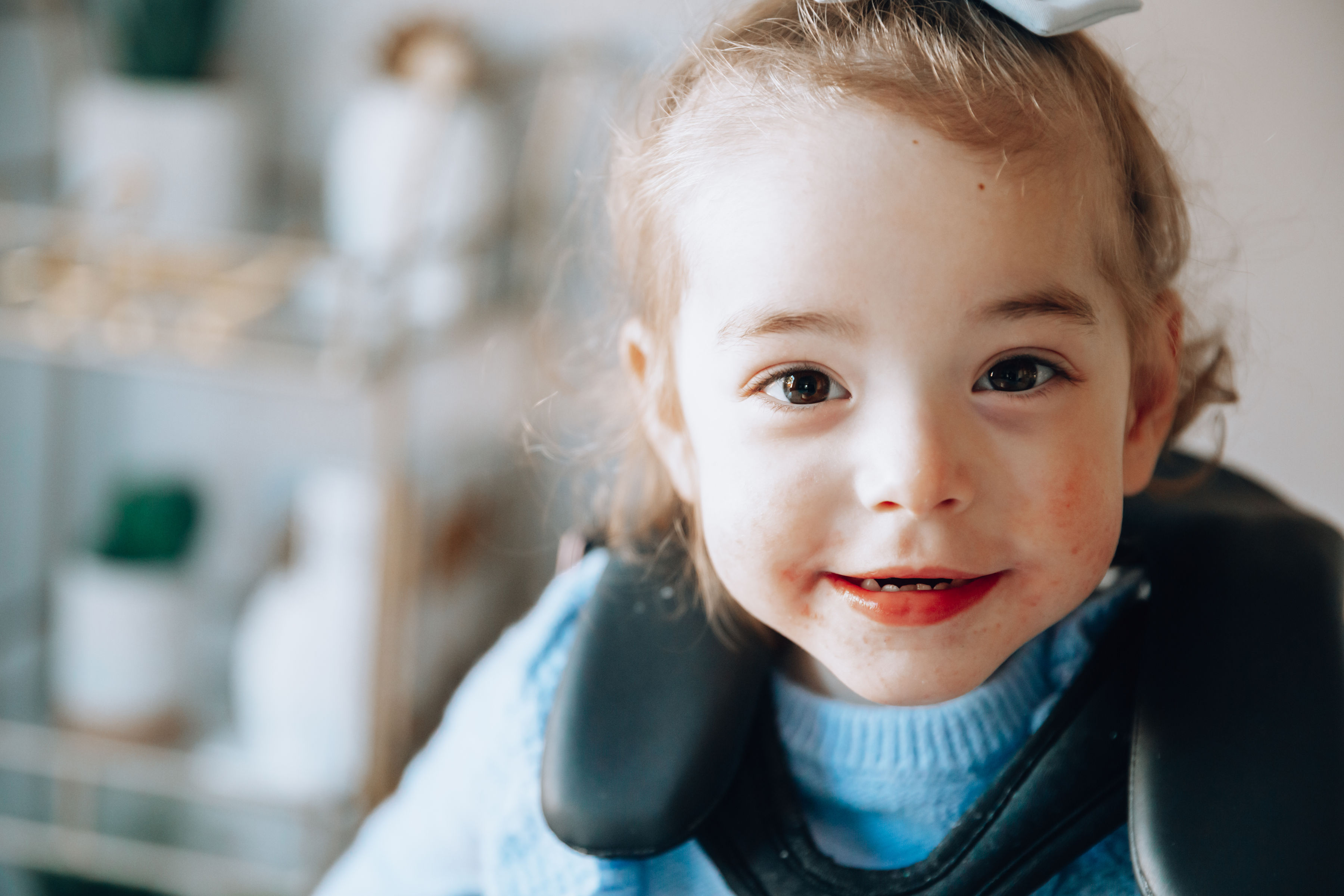 Top US lifestyle blogger, Shannon of For the Love, celebrates her little girl's third birthday: image of a woman wearing an Anthropologie embroidered top, TOPSHOP ripped jeans and a toddler girl wearing Freshly Picked Moccasins